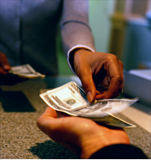 bank_money_hands.ce.03.jpg