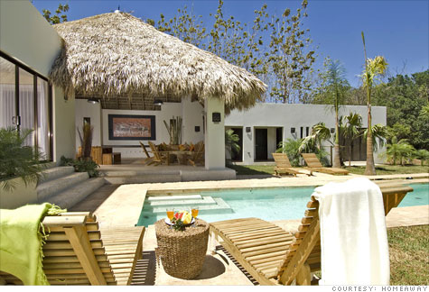 More vacationers are renting vacation homes for their holidays. It's easy, but there are pitfalls to avoid.