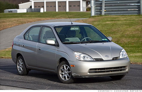 Car testers at Consumer Reports put this 2002 Toyota Prius through a full testing regimen and found that it held up well, even after 207,000 miles.