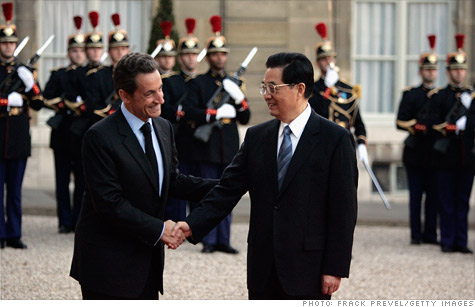 French president Nicolas Sarkozy and Chinese president Hu Jintao may have to do more than shake hands. Europe wants (and needs) China to invest in the EFSF bailout fund.