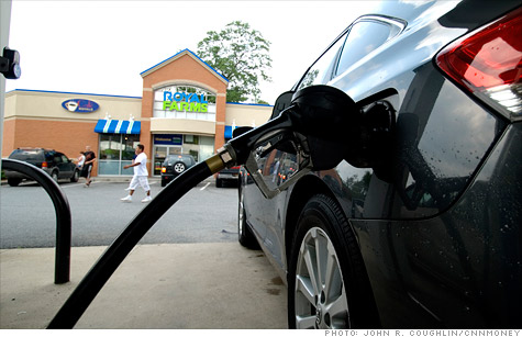 Despite the close relationship between the two, oil and gasoline prices have moved in opposite directions in recent weeks.
