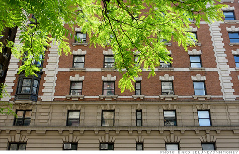 Manhattan real estate prices fell significantly during the last quarter of 2011.
