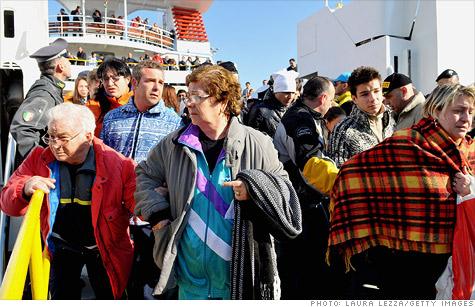 costa-concordia-passengers.gi.top.jpg