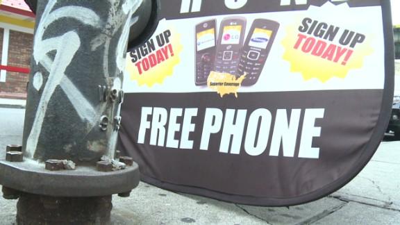 'Obama phone' program expands to broadband
