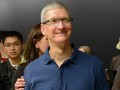 Watch who Tim Cook talks to in the Washington press corps 