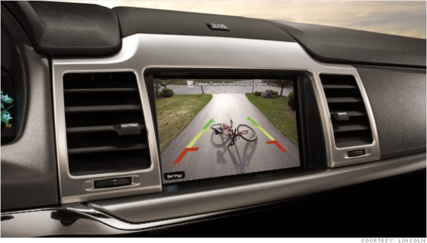auto assists rear view camera