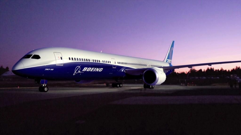 Boeing CEO announces new, bigger 787