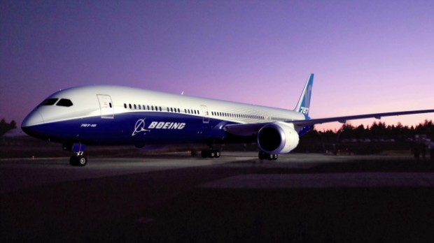 Boeing CEO announces new, bigger 787