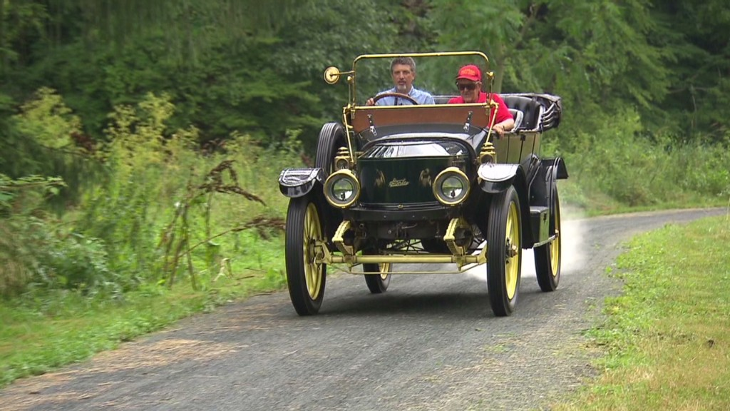 Driving a 100-year-old steam car