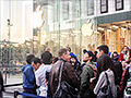 Walking the iPhone 5C/S line at Apple's Fifth Ave. store