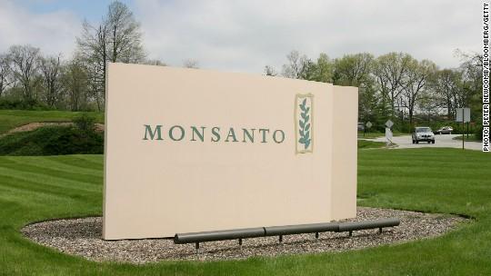 Monsanto CEO returns $3 million in bonuses