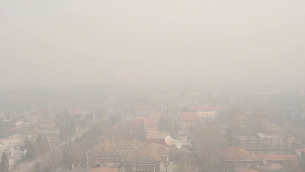 Entrepreneur makes money from China smog