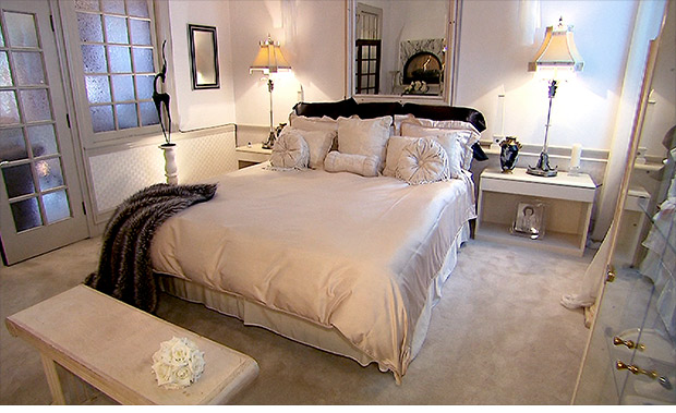 unique homes bank bedroom