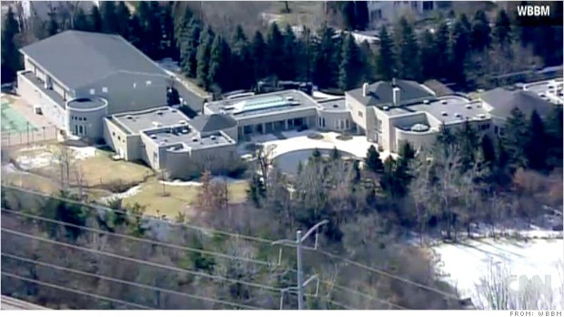 Michael jordan 39 s house on market for 16 million after for Michael jordan real estate