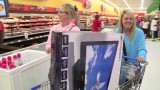 Wal-Mart defends Thanksgiving opening