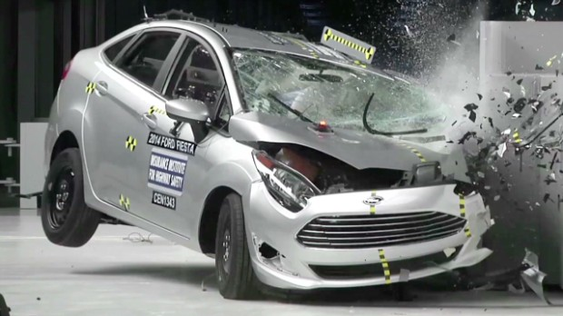 140121164011 Iihs Small Car Crash Test 00001705 620X348