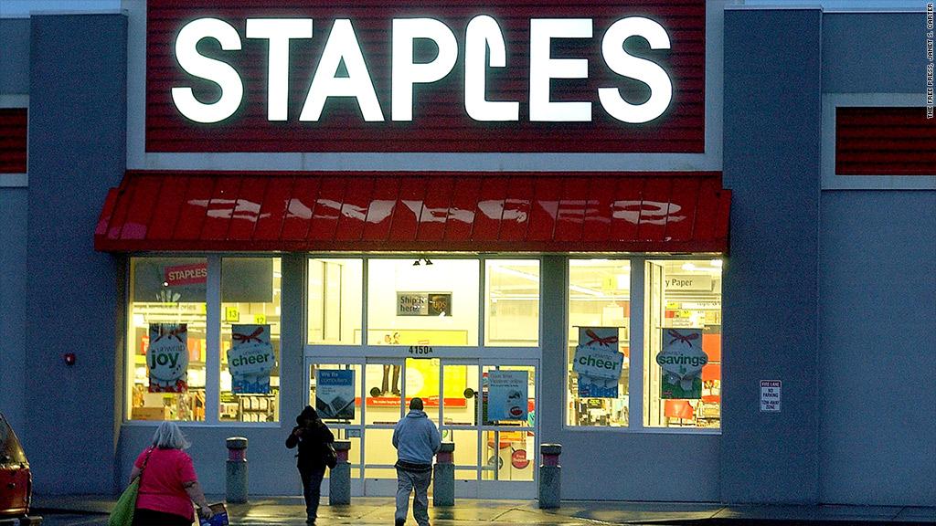 staples closing stores