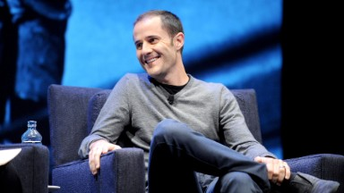 Twitter cofounder begins selling off shares