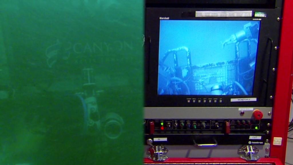Underwater robot looking for Flight 370