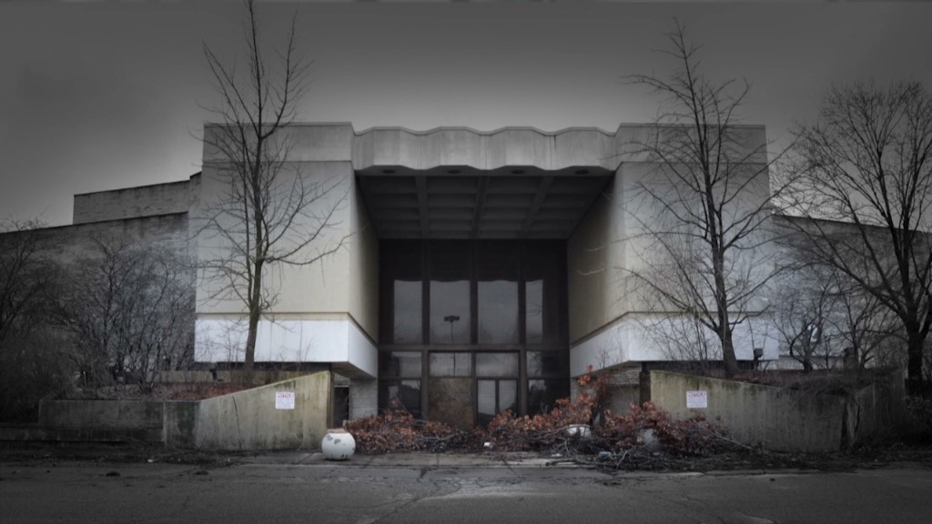 Abandoned Mall Photos Tell An Eerie American Story Nov - 30 haunting images abandoned shopping malls
