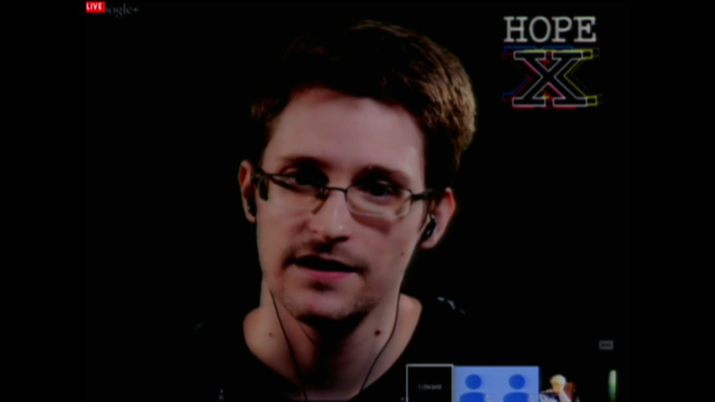 Snowden gives pep talk to hackers