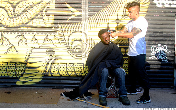 Stylist gives free haircuts to the homeless