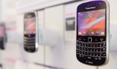 Will BlackBerry gain from Apple iCloud woes?