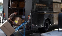 UPS plans huge boost in holiday hiring