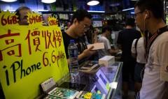 Chinese smugglers make big bucks on iPhone 6