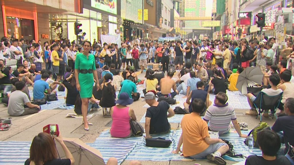 Protests spread to Hong Kong's luxury district