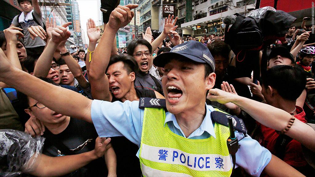 police protest hong kong