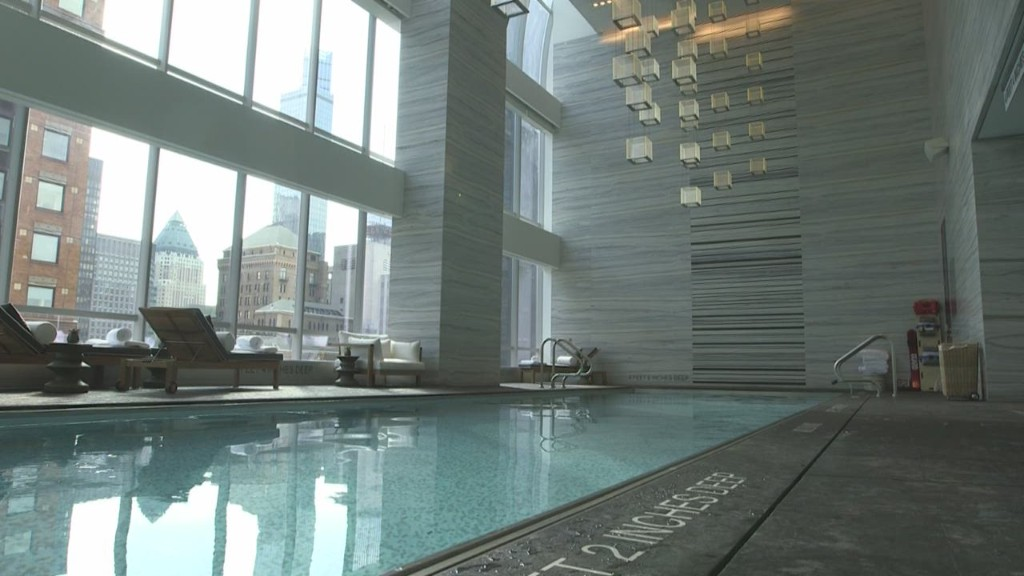 New york city condo sells for record 100 471 jan for 5 star hotels in