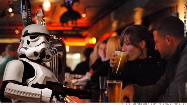 El imperio de 'Star Wars' contraataca a… una marca de cerveza