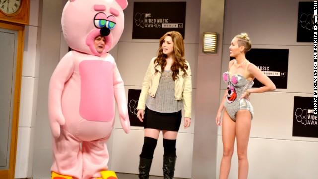 Los pasantes de 'SNL' llegan a un acuerdo por 6,4 millones de dólares con NBCUniversal