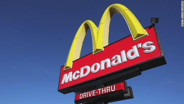 McDonald's anuncia aumento salarial para 90.000 de sus empleados
