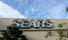 Sears is selling hundreds of stores. Investors cheer.