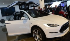 Elon Musk: Model X doesn't have a door problem
