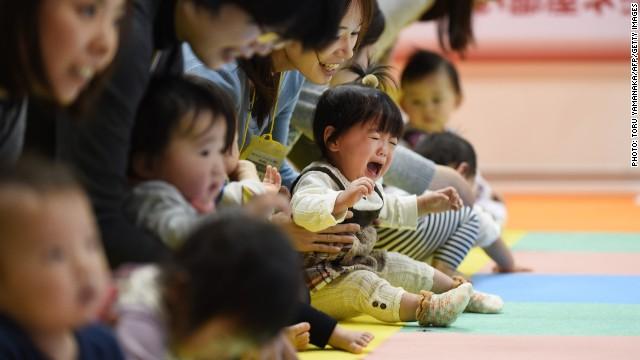 La escasez de bebés pone en riesgo la economía de Japón