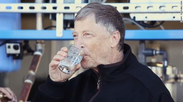Bill Gates quiere convertir excrementos humanos en agua potable