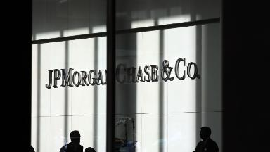 Bad oil loans send JPMorgan's profit falling