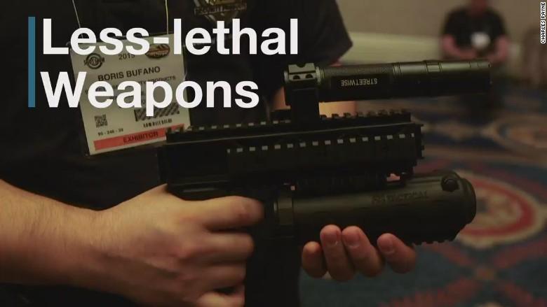 triple defender strobe pepper spray stun gun_00000410