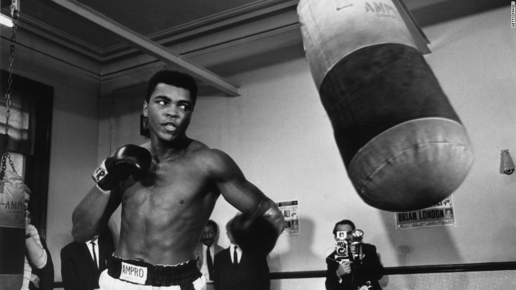 Muhammad Ali inks deal with Under Armour