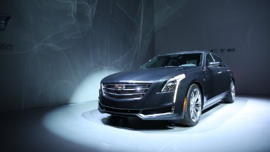 New Cadillac CT6: Dull design, cool tech