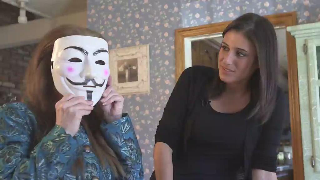 Undercover mom takes on revenge porn king