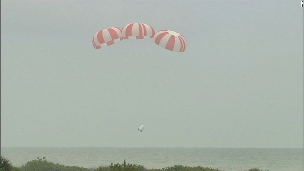 SpaceX tests spacecraft escape pod