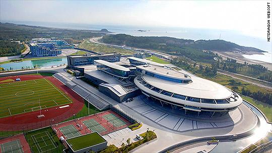 'Star Trek' fan builds 'USS Enterprise' company HQ
