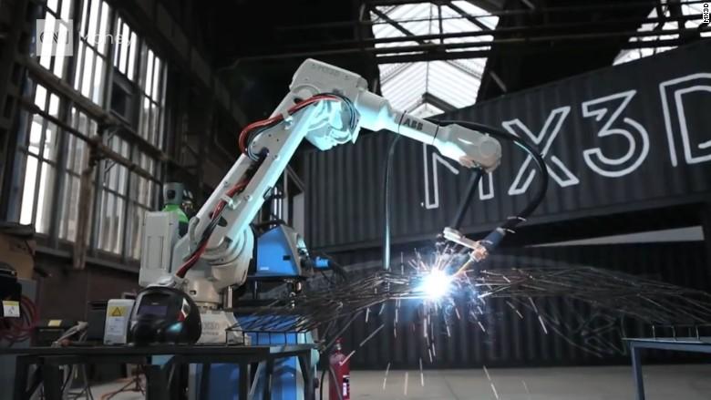 Watch robots 3D print a bridge - Video