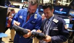 Gold slumps; pound's misery continues; oil data due