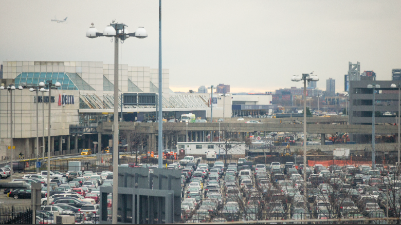 laguardia airport exterior parking