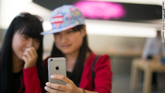 Police raid Chinese factory that was churning out fake iPhones